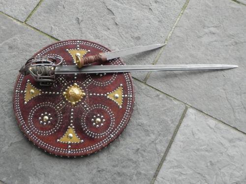 Výzbroj skotského horala pro boj zblízka.