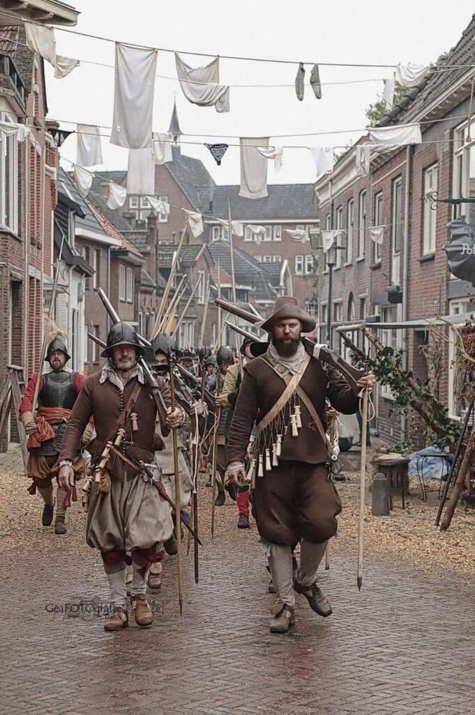 Přípomínka bitvy u Grolle (Slag om Grolle) roku 1627 v Holandsku. Fotografie z největší reenactorské akce orientované na 17. století