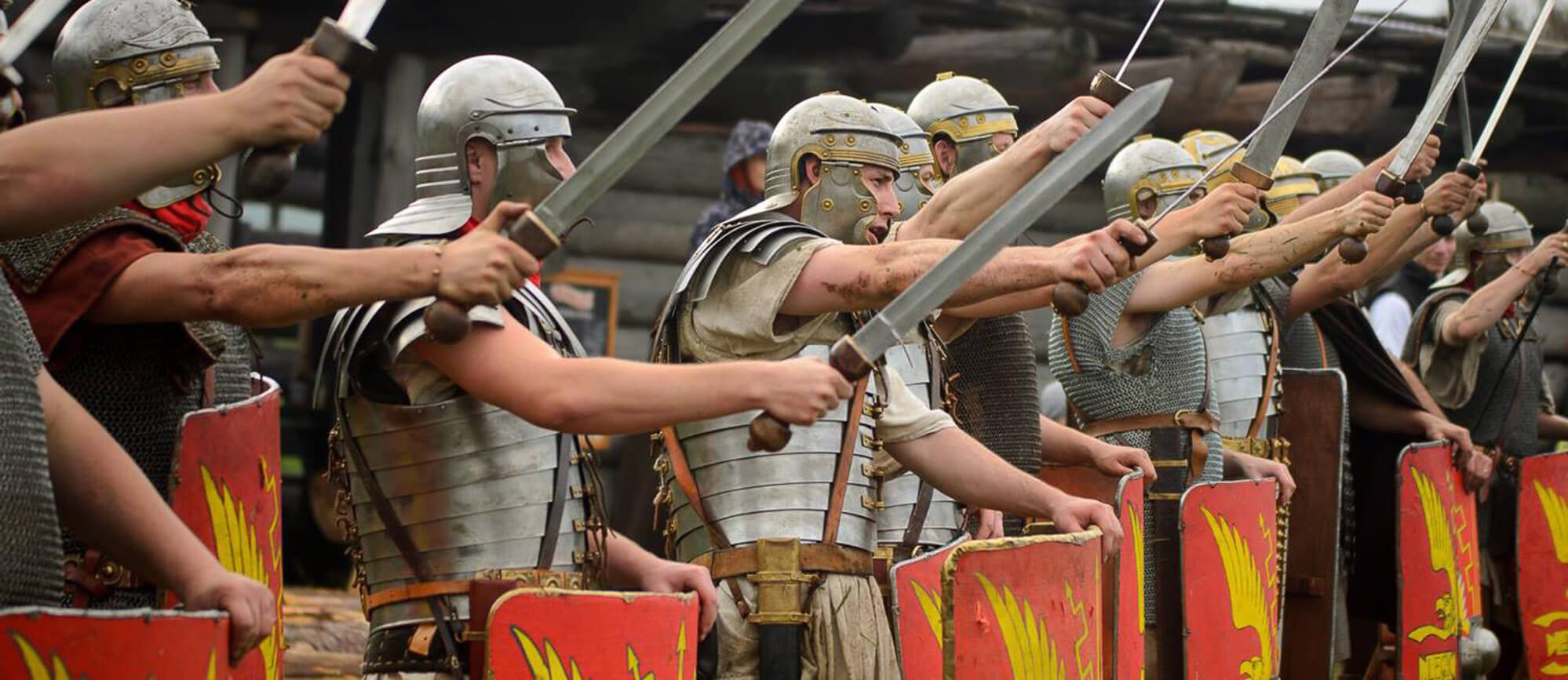 Nástup římských legionářů ze spolku Gemina, české reenactorské skupiny z Třebíče, která si bere za vzor X. legii, jež operovala na jižní Moravě
