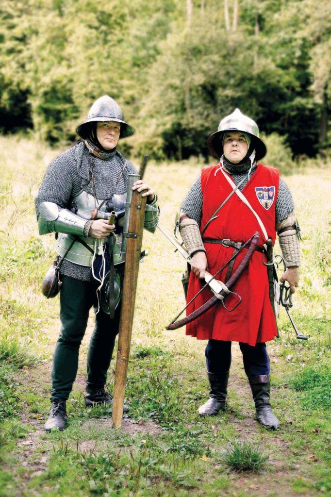 Českobrodští střelci, jeden se samostřílem, druhý s hradebnicí