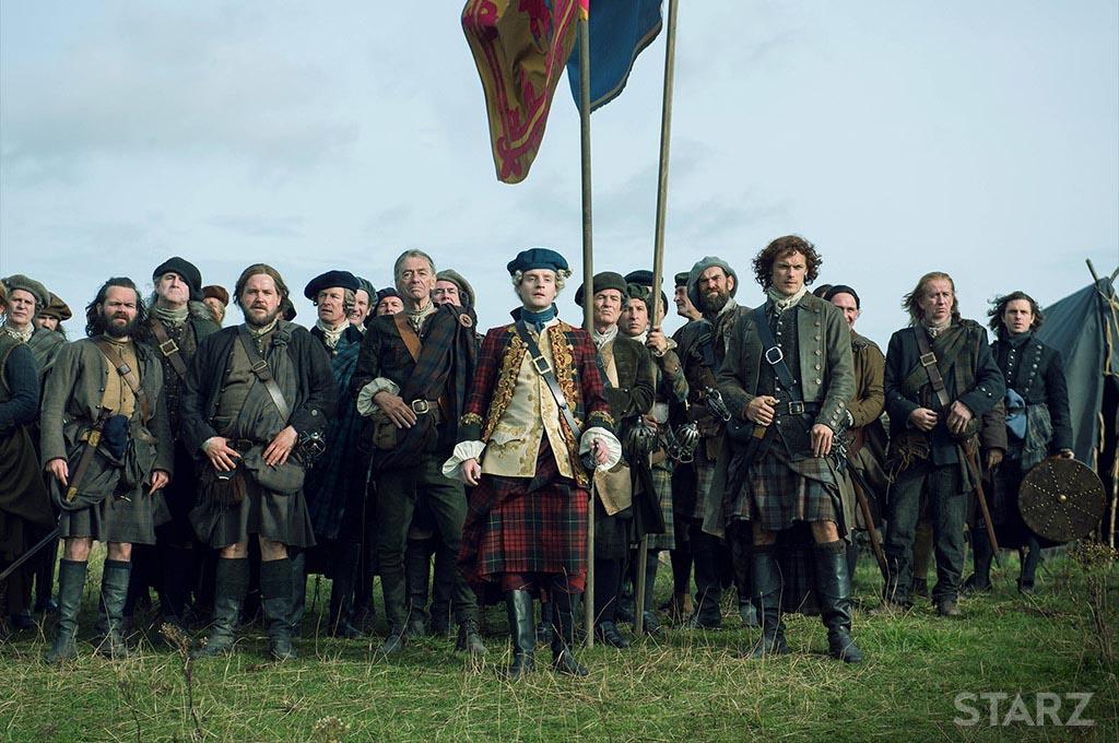 Jakobitské vojsko včetně Jamieho Frasera ztvárněné v seriálu Cizinka