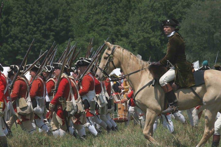 Christian Cameron velí britské armádě - reenactment americké války o nezávislost